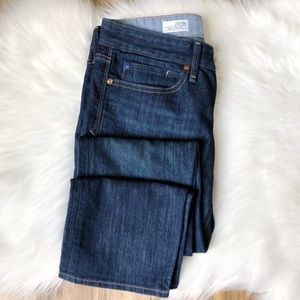 GAP 1969 Real Straight Jeans // Size 28 / 6R